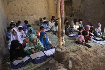 Približne 60 percent afganských dievčat nenavštevuje školu