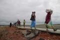 Bangladéš nasadil na pomoc utekajúcim Rohingom ďalších vojakov