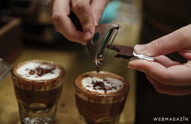 Malé a veľké presso či piccolo neexistujú. Ako správne nazývať kávy?