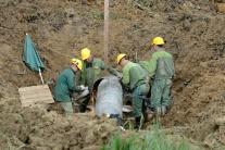 Oprava potrubia po výbuchu plynu v Hrašovníku