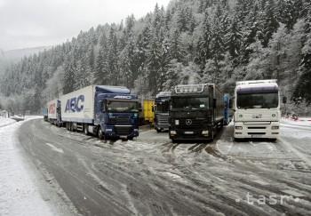 Horské priechody Donovaly a Vernár sú uzatvorené pre vozidlá nad 10 m