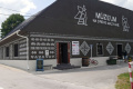 VIDEO: Čičmany majú nové múzeum, vystavujú v ňom zdobené truhlice