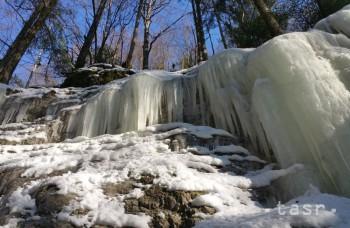 Čertovu dolinu a chodník J. Surovca turisti navštevujú aj v zime