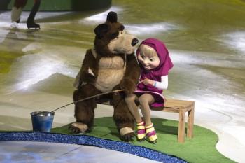 Šou Máša a medveď na ľade sa prekorčuľuje až na Blízky východ