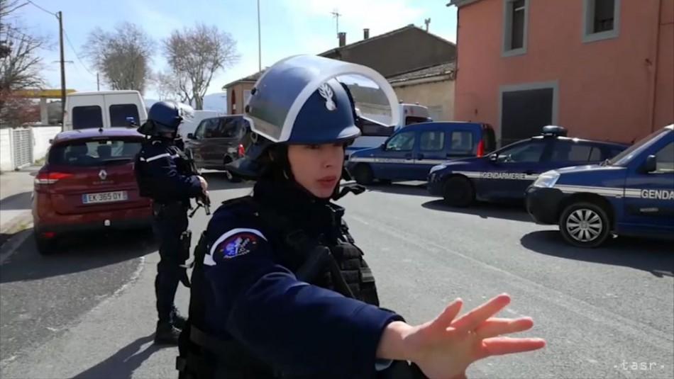 Francúzsky policajt, ktorý sa vymenil za rukojemníkov, zomrel