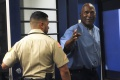 NFL: Člena Siene slávy O. J. Simpsona prepustia z väzenia na podmienku