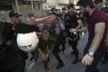Polícia bráni aktivistom za práva LGBT, aby sa zišli na námestí Taksim