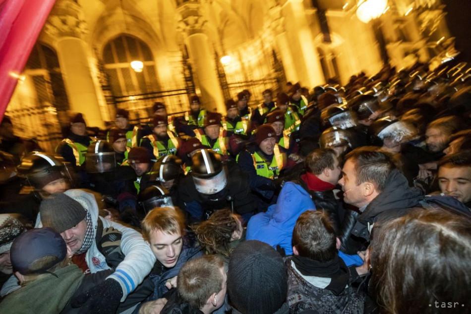 26e957fac2b1 Demonštranti pokračujú v protestoch proti zákonníku práce i Orbánovi