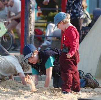 Z pieskoviska si možno odniesť nákazu, rodičia by mali byť obozretní