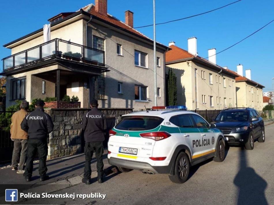 POLICAJNÁ RAZIA  V Trenčíne preverujú daňový podvod 68d71c5a1de