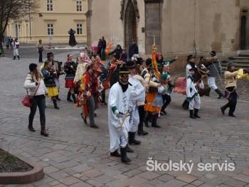 Prešovčania ukončili fašiangovú zábavu pochovaním basy