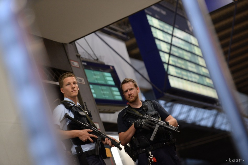 Muž s mačetou zabíjal v Nemecku, obeťou je tehotná žena