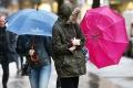 Slovensko miestami potrápi silný vietor, na východe bojujú s povodňami