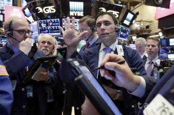Index Dow Jones prvýkrát pokoril hranicu 26.000 bodov