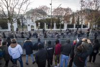 Demonštranti pred Úradom vlády SR