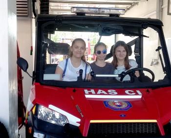Siedmaci Spojenej školy vo Svidníku sa zoznámili s prácou hasičov
