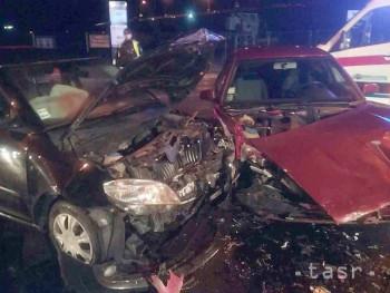 Pri dopravnej nehode v Trenčíne sa zranili traja ľudia 55bc7b0f56f