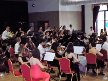 Slovenský  mládežnícky orchester si získal srdcia Novozámčanov