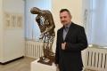 Dominik Monček vkladá cit a príbeh do sôch z tvrdých materiálov
