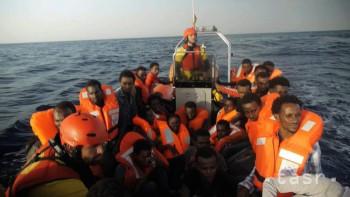 Francúzsky minister: Z pobrežia Líbye chce ísť do Európy 800.000 ľudí