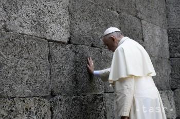 Pápež František plánuje navštíviť obce zničené zemetrasením