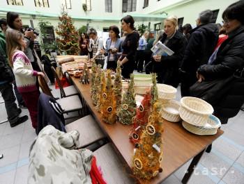Na snímke charitatívny Vianočný Bazár na Ministerstve životného prostredia  SR v utorok 18. decembra 2012 v Bratislave. Foto  TASR Martin Baumann 112d014bfbe