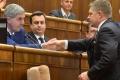 B. Bugár ma premiérovu dôveru, jeho súkromné stretnutie neskritizoval