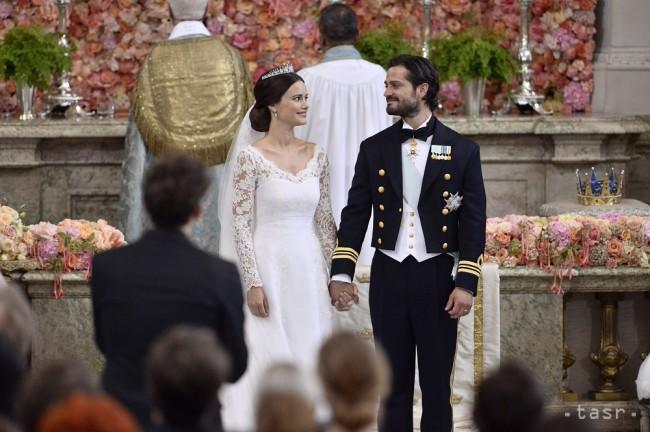 011aa0038480 Švédsky princ Carl Philip a Sofia Hellqvistová stoja pred oltárom počas  svadobného ceremoniálu v Štokholme 13. júna 2015. Foto  Archív TASR
