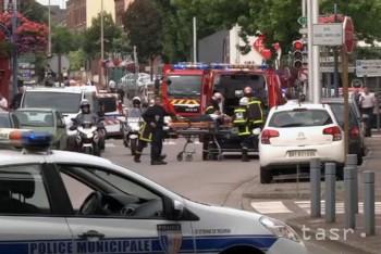 Zverejnili video dvoch útočníkov z francúzskeho kostola