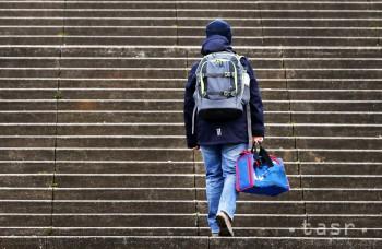Pri výbere školskej tašky treba myslieť na hmotnosť dieťaťa