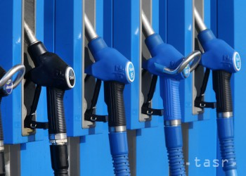 Ceny ropy klesli, americká WTI sa obchoduje okolo 71,60 USD za barel