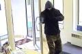 Banku v Bratislave prepadol neznámy muž, hrozil zbraňou