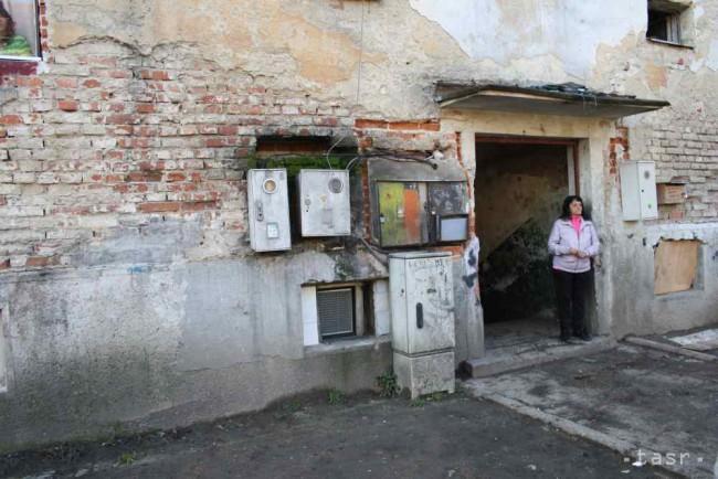 4cdc6e08a Na snímke bytový dom na ulici K Nemocnici. V Bánovciach nad Bebravou 23.  novembra 2016. Foto: TASR/Alexandra Moštková