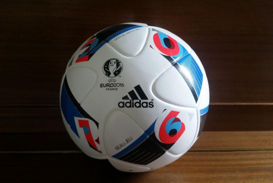 bed47612e76ab Toto je oficiálna lopta ME vo futbale. Beau Jeu má priniesť peknú hru