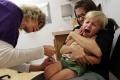 Mamičky, ktoré deti očkujú, majú obavy z nežiaducich účinkov