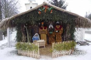 Dobrovoľníci v obci Hrušov oživili vianočnú tradíciu betlehema