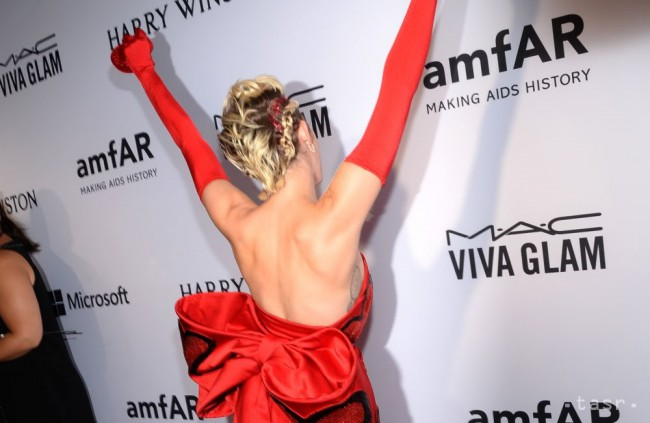 Miley Cyrus má 25 rokov