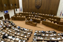 PRIESKUM: Voľby by vyhral Smer-SD pred SaS a SNS