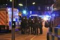 V Manchestri zatkli dve ďalšie osoby, polícia použila riadenú explóziu