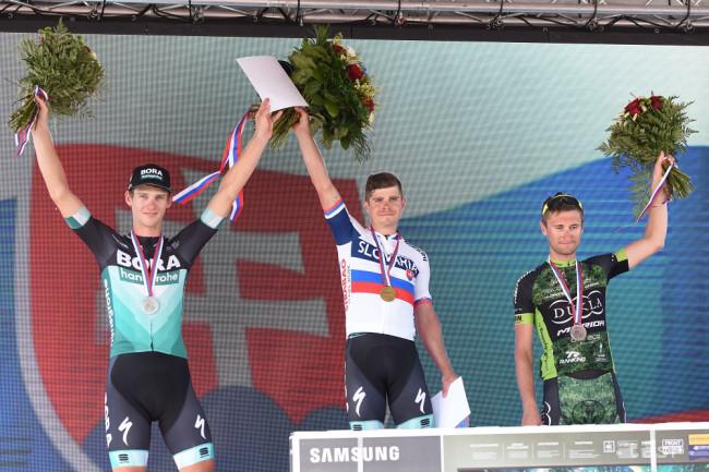 93d7aaa8dcaae Na snímke zľava slovenskí cyklisti Erik Baška (2. miesto), majster SR Juraj  Sagan (víťaz) a Patrik Tybor (3. miesto) pózujú na stupni víťazov po  skončení ...