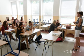 Deviataci budú mať od nového školského roka viac hodín dejepisu