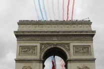 Vojenská paráda v Deň dobytia Bastily