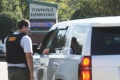 Mladík z USA zastrelil otca, potom zranil v škole 2 žiakov a učiteľku
