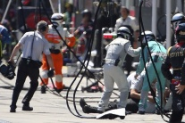 Webberova pneumatika zasiahla kameramana