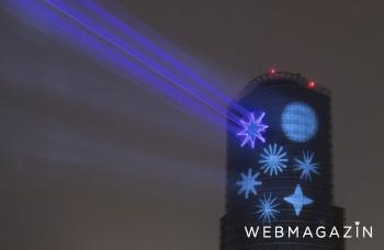 Biela noc na fasáde NBS dotvára vianočnú atmosféru v Bratislave