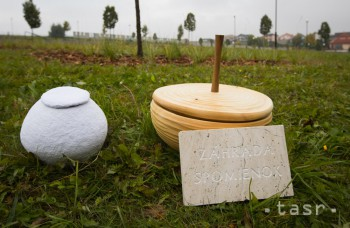 Vo Zvolene otvorili prvý prírodný cintorín na Slovensku