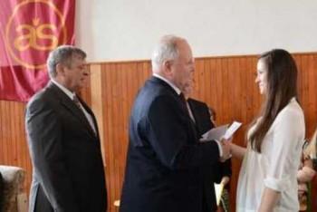 Gymnazistka E.Hanková si priniesla diplom rovno od ministra