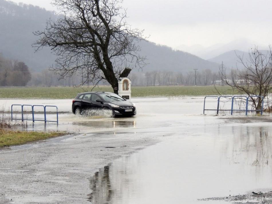 Hladiny vodných tokov už klesajú
