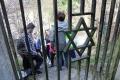 Študenti zveľaďujú židovský cintorín