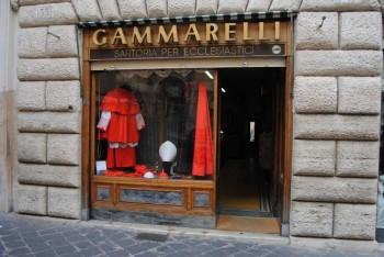 Krajčírsky salón Gammarelli šije oblečenie pre Benediktovho nástupcu